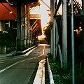 Ulica z boku centrum handlowego Eastgardens, Sydney, foto moja córka #uliczka #CentrumHandlowe #Sydney #PoZachodzie