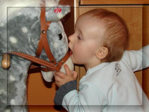 Buzi koniku ! #dziecko #dzieci #Marysia
