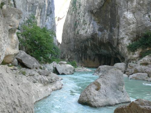Niektórzy też spływają nurtem rzeki #CanionDuVerdon