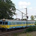 EN57-1825 jako pociąg osobowy z Łodzi do Poznania zbliża się do Ostrowa. 21.08.08r. #kibel #klozet #klop #ezt #jednostka #en57