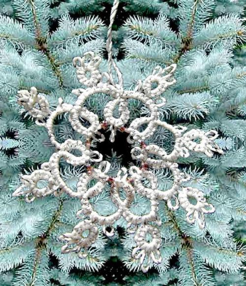 biało-srebrna, frywolitkowa gwiazdka z fioletowo-różowymi koralikami