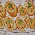 Bagietka zapiekana z serkiem i suszonymi pomidorami. #grzanki #zapiekanki #bagietka #śniadanie #kolacja #przekąski #ser #SuszonePomidory #kulinaria #jedzenie #gotowanie